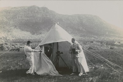Tent with unifilar magnetometer
