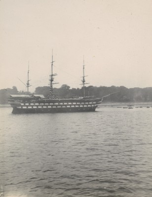 """""""Worcester"""" training ship cheering """"Discovery"""""""
