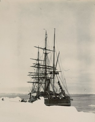 Ship tied to hummocky floe to Astern