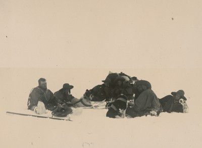 Sledge journey to Mount Ferrar (2)