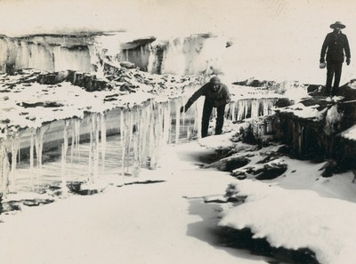 Peculiar ice formation in McMurdo Strait (1)