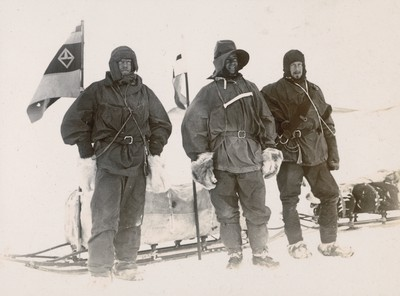 The Southern sledge journey. The Captain Wilson and Shackleton ready for the farthest South (4)