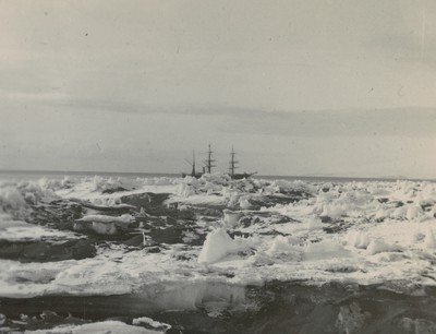 Peculiar ice formation, McMurdo Strait (2)